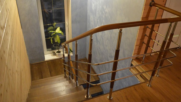 Лестница с комбинированными балясинами