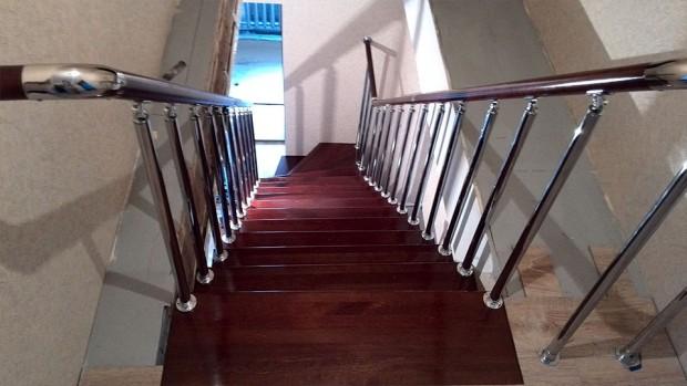 Поворот на 90 градусов в начале лестницы