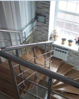 модульная лестница с хромированным ограждением