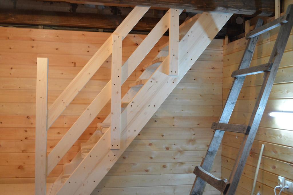 Деревянные лестницы с поворотом на 180