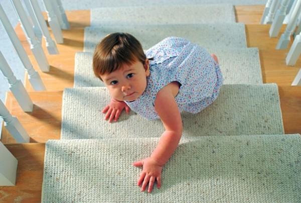 ребёнок на лестнице