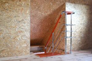 лестница на каркасе из профильной трубы