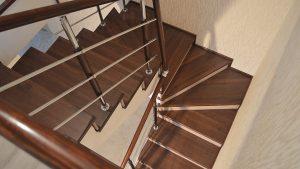 Бетонная лестница с балюстрадой