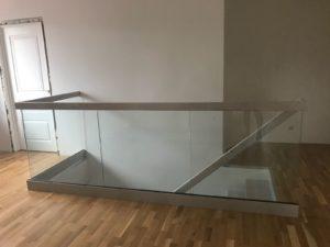 Ограждение из стекла на втором этаже