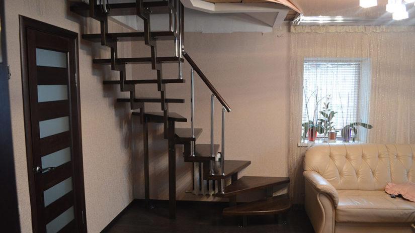 Лестницы на каркасе из профильной трубы