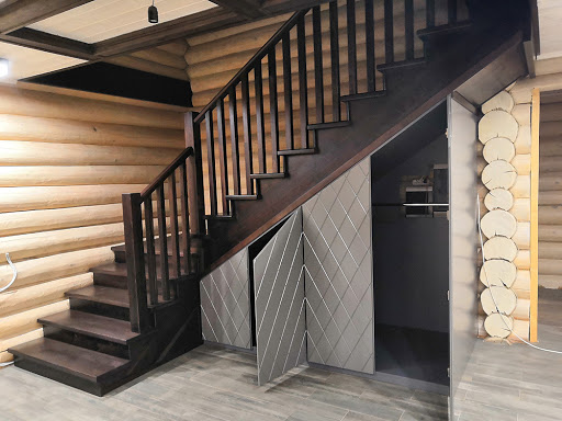 Шкафы под лестницей на заказ